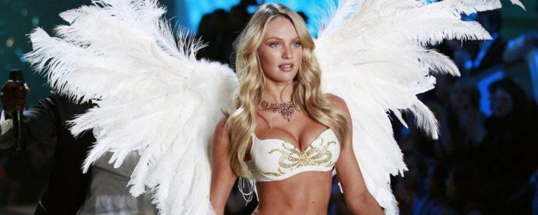 uno degli angeli di victorias secret durante la sfilata