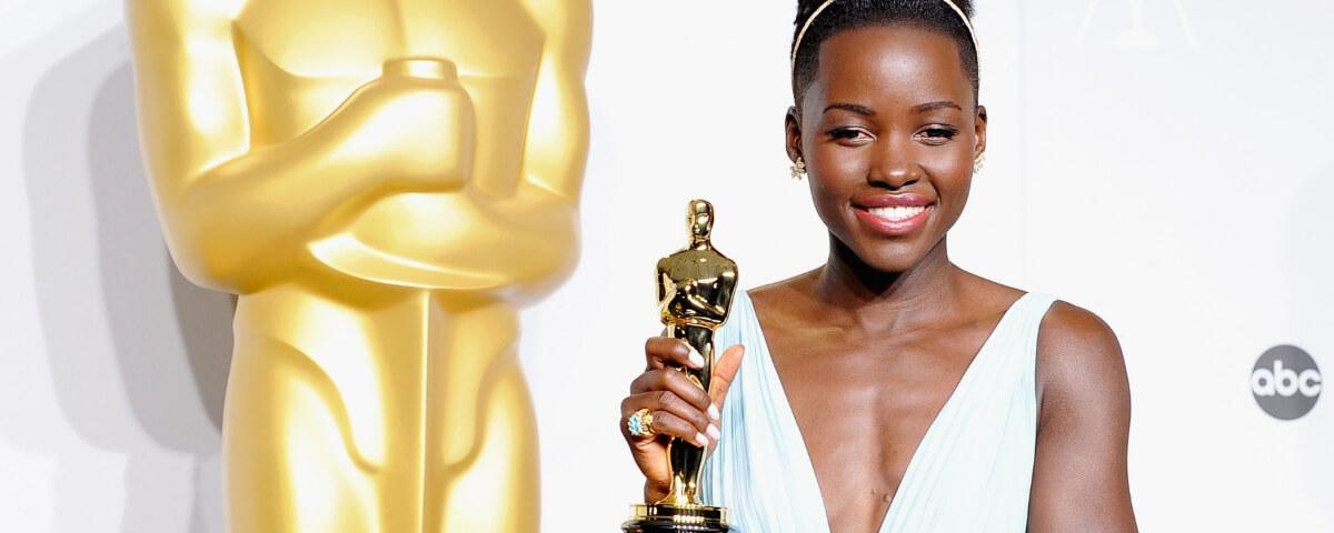 Lupita Nyong'o con la sua statuetta