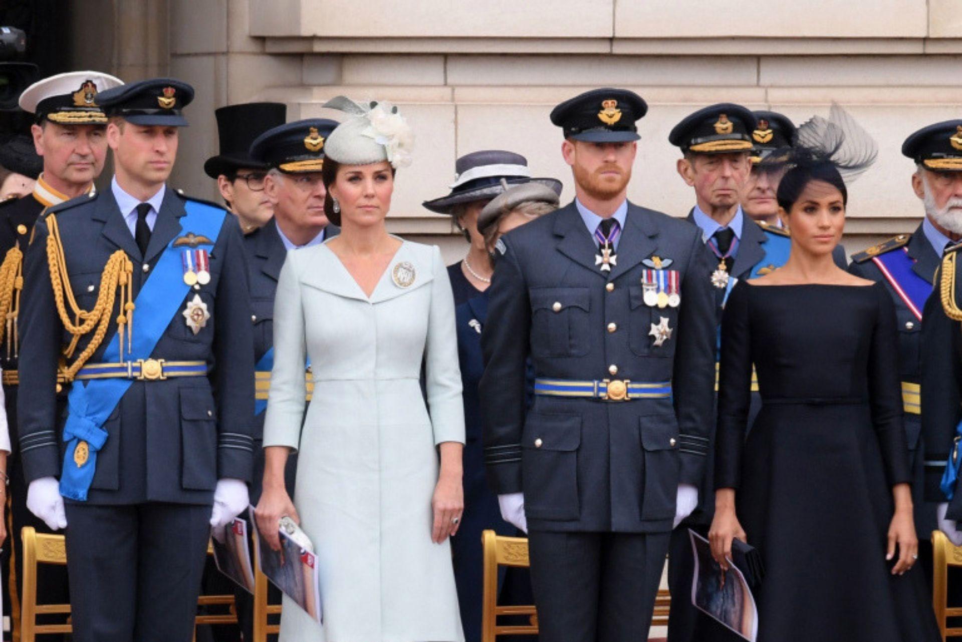 kate e meghan con i loro mariti in uniforme militare