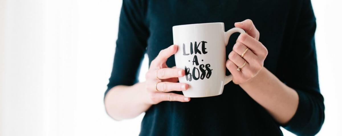 una tazza con la scritta like a boss