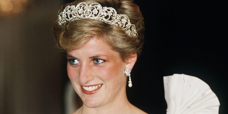 la principessa diana con la tiara spencer