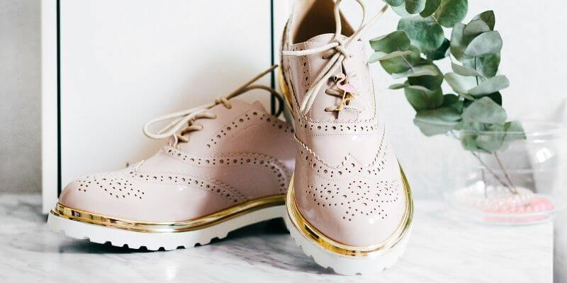 scarpe da donna rosa in modello maschile